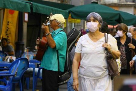 Swine Flu Pandemic compel mexicans to cover-up